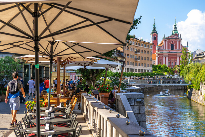 Ljubljana river bank is full of restaurants and coffee shops for foodies, beer lovers, wine lovers. Things to do in Ljubljana, things to do in Lubiana