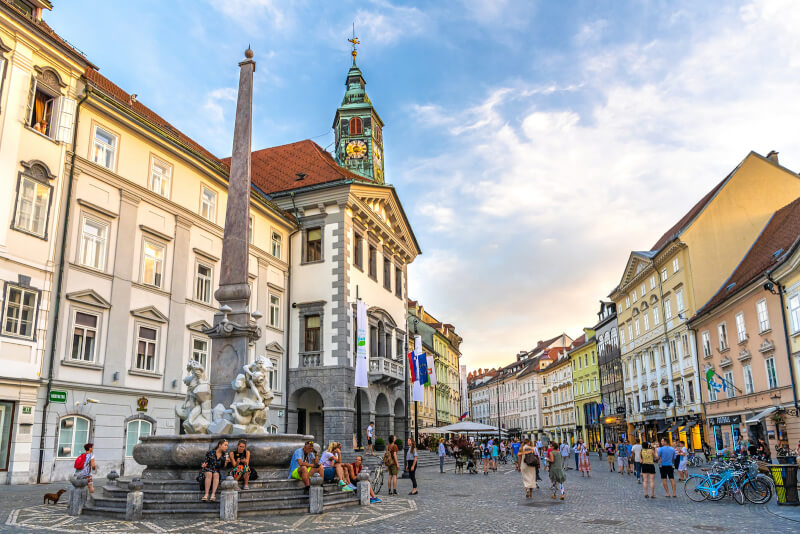 Ljubljana city tour with Preseren square, Congress square and Town's square